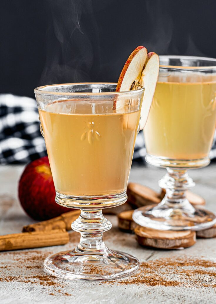 hot apple juice in tall glasses